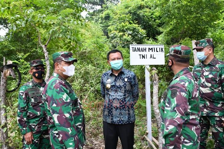 Danlantamal VI Terima Sertifikat Tanah Hibah Untuk TNI AL dari Pemerintah Kab. Kepulauan Selayar