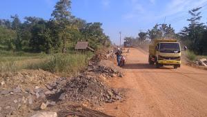 Kades Banyuasih: Demi Suksesnya Proyek JL.Tanjunglesung - Sumur, Mari Bangun Komunikasi Yang Baik