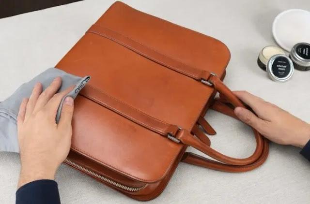 3-  Moisturize your leather bag