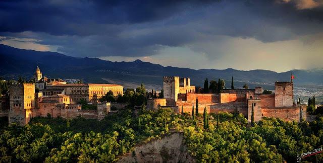 Alhambra à noite