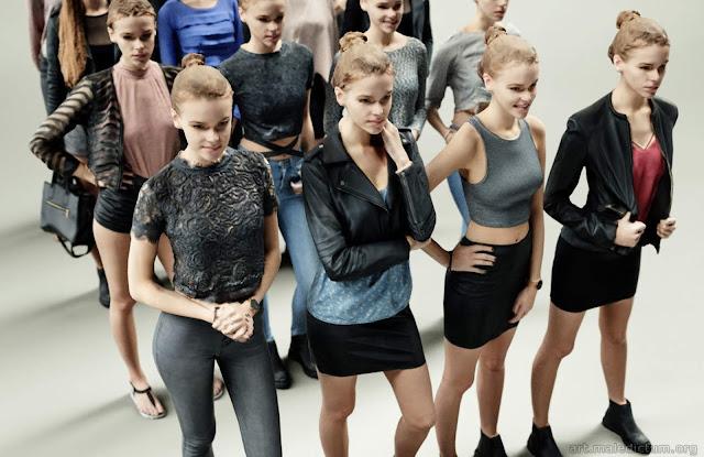 Стоковые модели показывают стоковые 3d-наряды