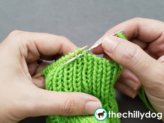Knitting Tutorial: The invisible ribbed bind off works well for finishing 1 x 1 or knit 1, purl 1 ribbing