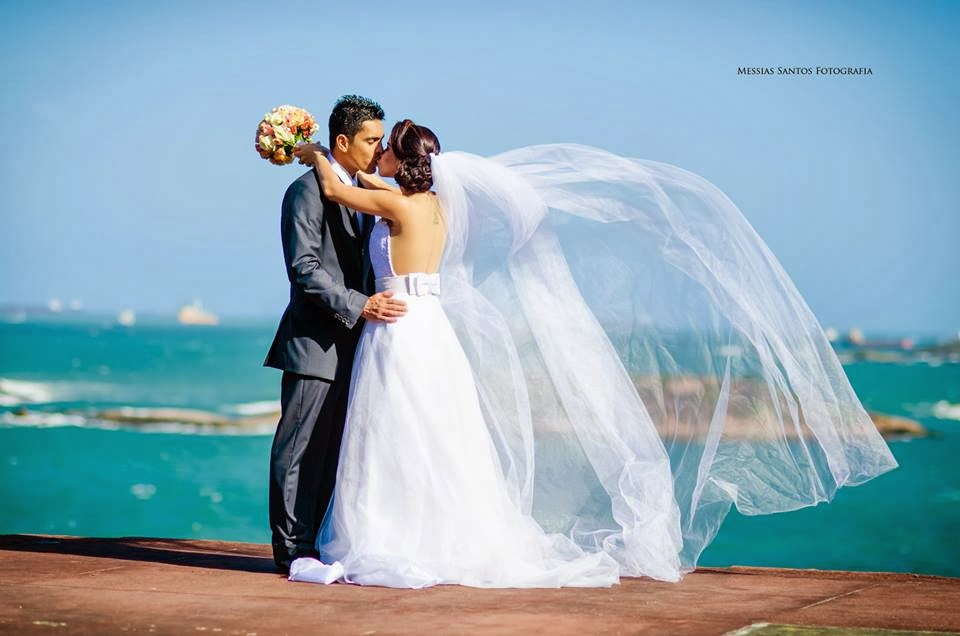 book externo - externas praia - noivos - bouquet - véu