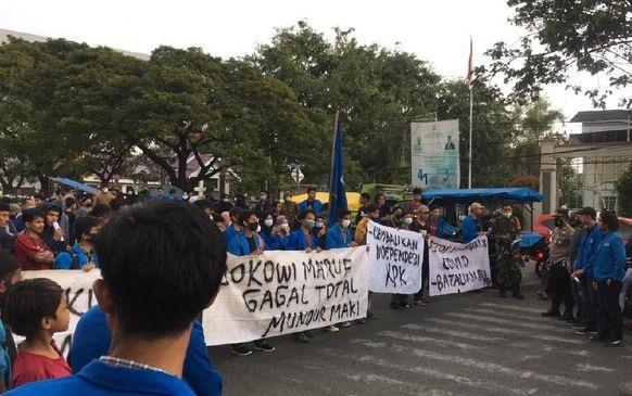 Aksi Demo Aliansi Mahasiswa Muhammadiyah: Jokowi Ma'ruf Gagal Total!