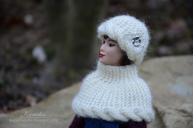 Ręcznie robione na drutach ubranka dla lalek Barbie.