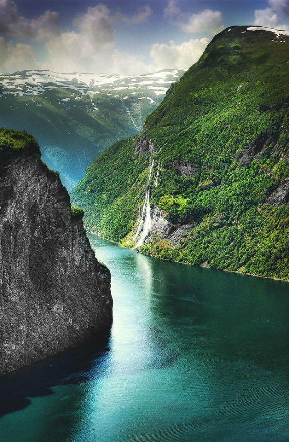 Pyramiding - Norway - Geiranger Fjord