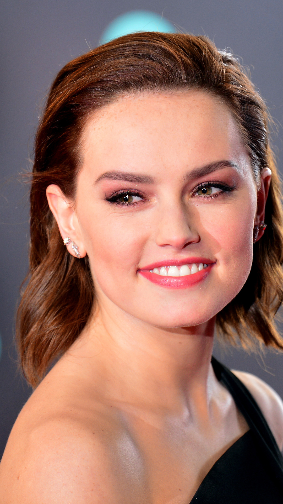 View Wallpaper Daisy Ridley Smile Background