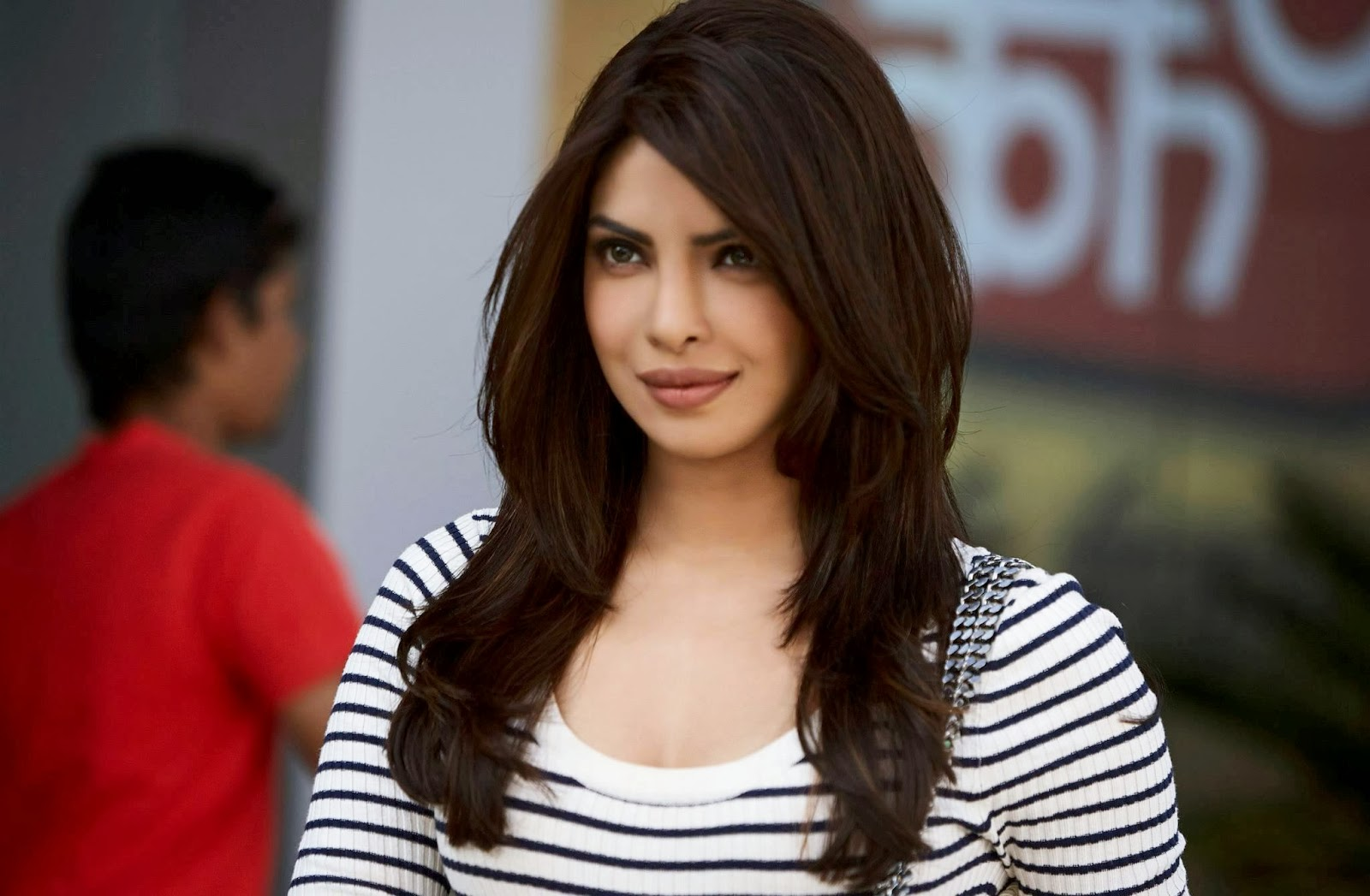 Priyanka Chopra Latest Hd Wallpapers - Atozcinegallery-6393