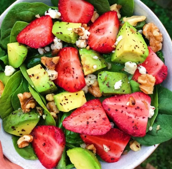 Avocado Strawberry Spinach Salad #vegetarian #freshsalad