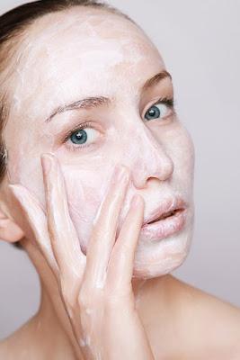 Skincare terbaik untuk menghilangkan komedo pada wajah