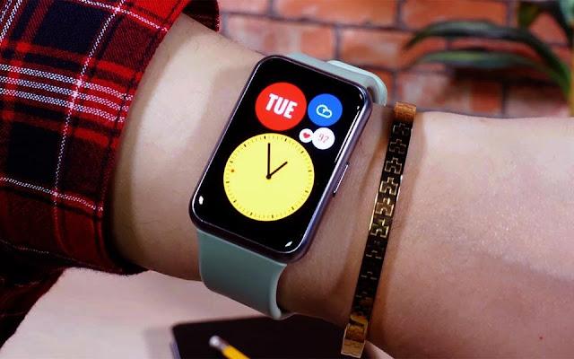ساعة هواوي جديد هواوي في الساعات HUAWEI WATCH FIT بتصميم مألوف وسعر جدا منافس