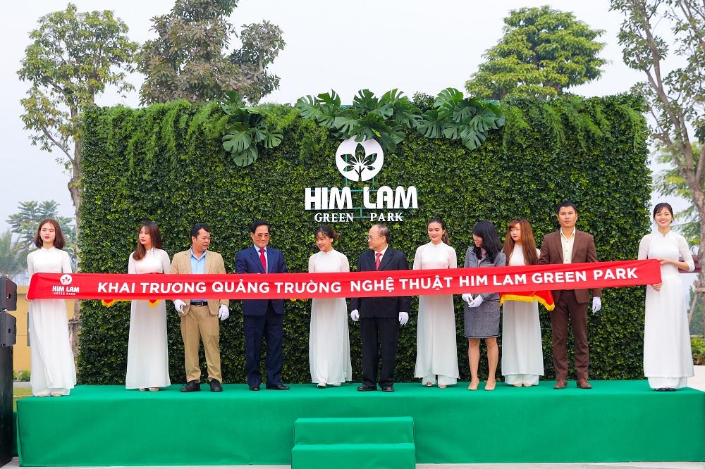 Cắt băng khánh thành khai trương Công viên chủ đề Him Lam Green Park