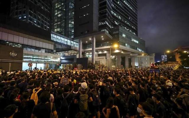 Cảnh sát Hong Kong mệt mỏi trước lòng căm thù của dân chúng