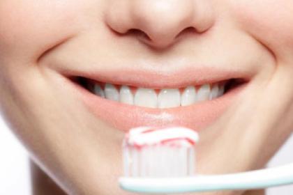 Menggunakan Pasta Gigi Pemutih Apa Benar Ampuh
