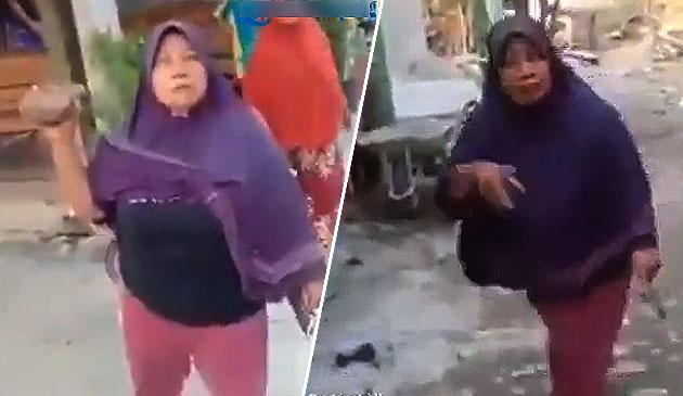 (Video) 'Kau tak faham? Aku belum ada duit! Berambus!' - Makcik pukul lelaki yang datang minta dia bayar hutang RM76