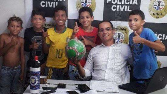 delegado compra bola criancas vizinha direito