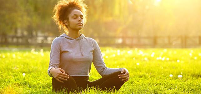 Hít thở nhẹ nhàng sẽ giúp chúng ta giảm căng thẳng