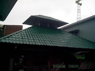 Pemasangan baja ringan galvalum dan genteng metal di masjid