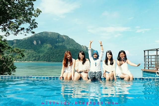 infinity pool in phi phi island