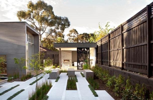 дизайн двора с бетонным мощением