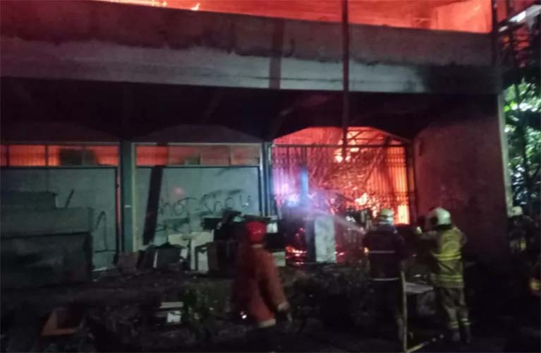 gudang farmasi dinsos dki terbakar
