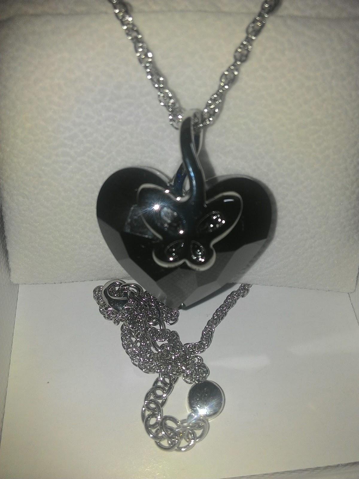 Collana con cuore e farfalla pulsante JNina 3 bigiotteria