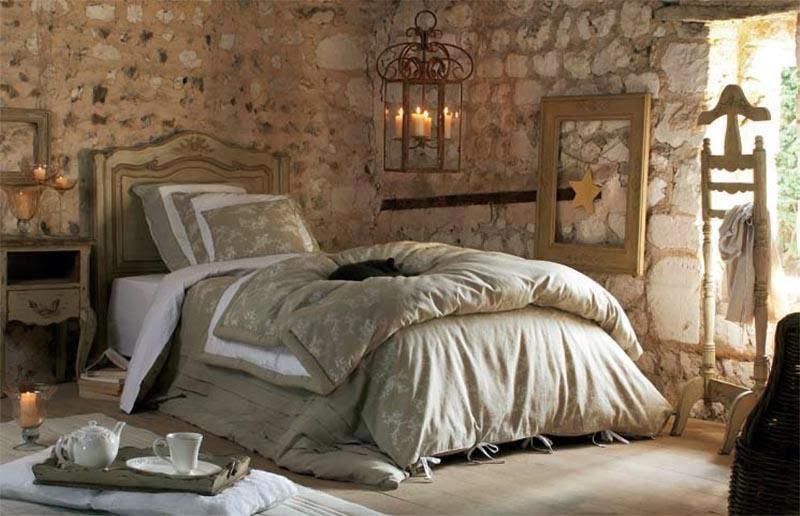 Boiserie c muri in pietra look medioevale for Immagini di case rustiche