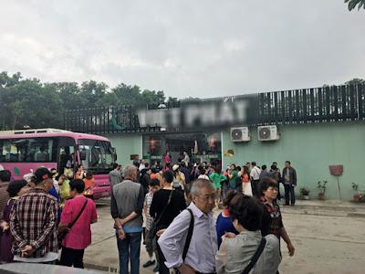 Một cửa hàng chỉ phục vụ cho khách Trung Quốc