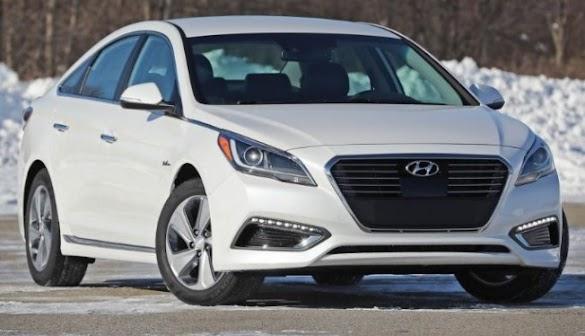 2017 Hyundai Sonata Plug-In Hybrid : Electrifying their own families sedan.