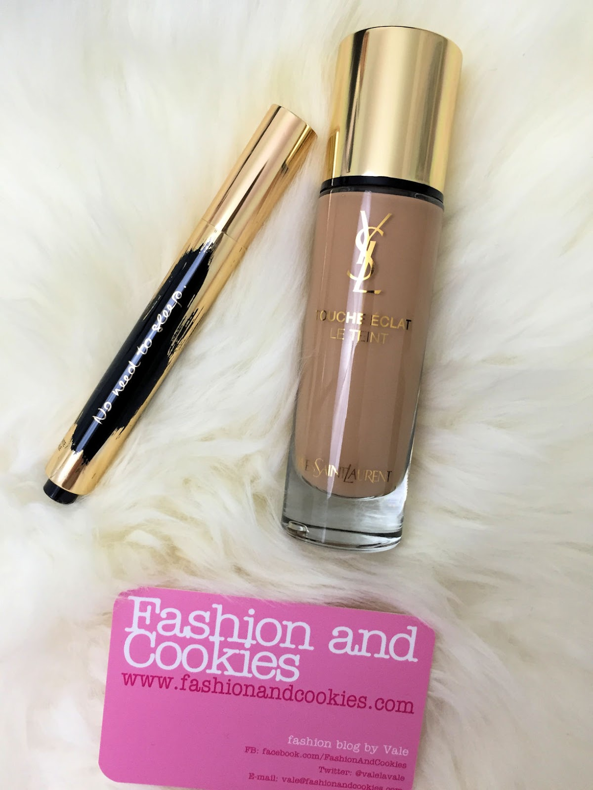 Recensione Touche Éclat Le Teint foundation and YSL Touche Éclat collector slogan edition on Fashion and Cookies beauty blog, beauty blogger
