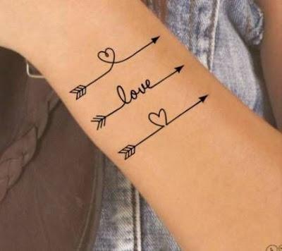Tatuajes de flechas delicados para mujer