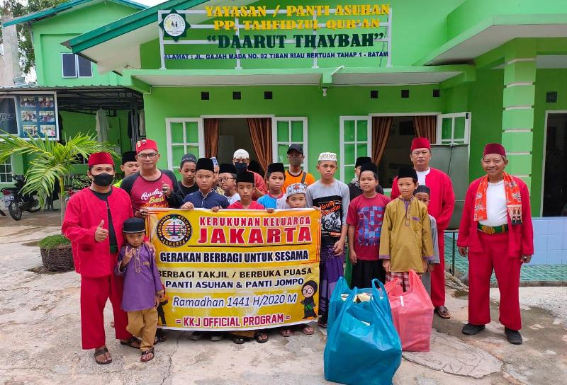 Kerukunan Keluarga Jakarta Kota Batam Berbagi Sembako Kepada Panti Asuhan