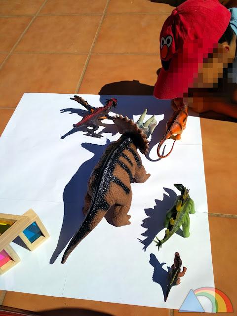 Dibujando sombras de dinosaurios