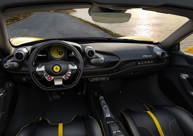 フェラーリF8スパイダーのインテリア