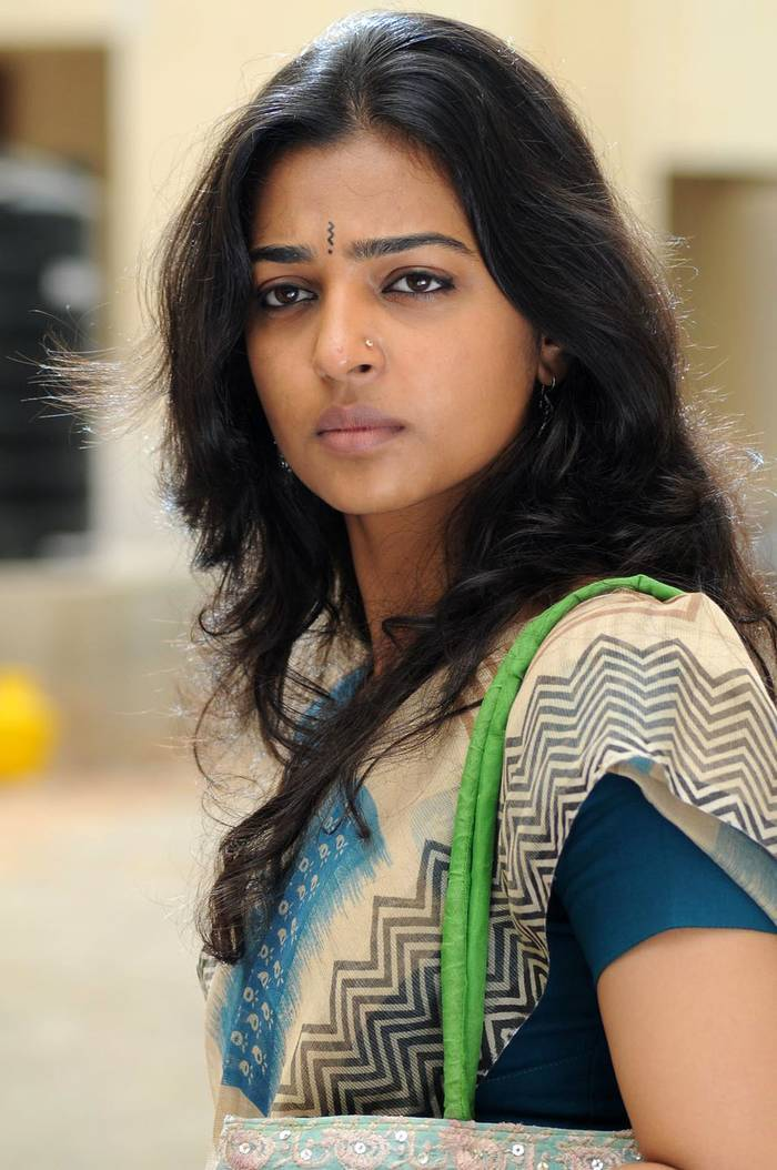 Radhika Apte Bio, Measurements & Hot Pics | Life in Bangladesh