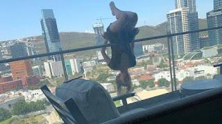 Estudante cai de 24 metros ao fazer posição de ioga em varanda de apartamento, mas sobrevive
