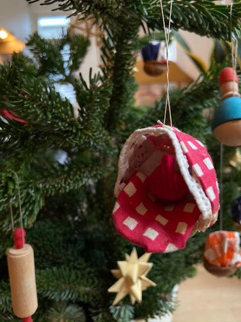 selbst gebastelter Schmuck für den Weihnachtsbaum