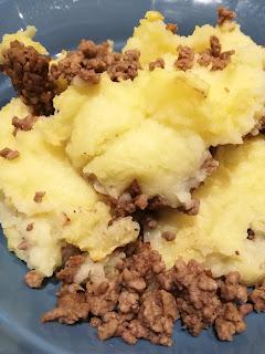 schneller Auflauf mit Sauerkraut, Hackfleisch und Kartoffelpüree