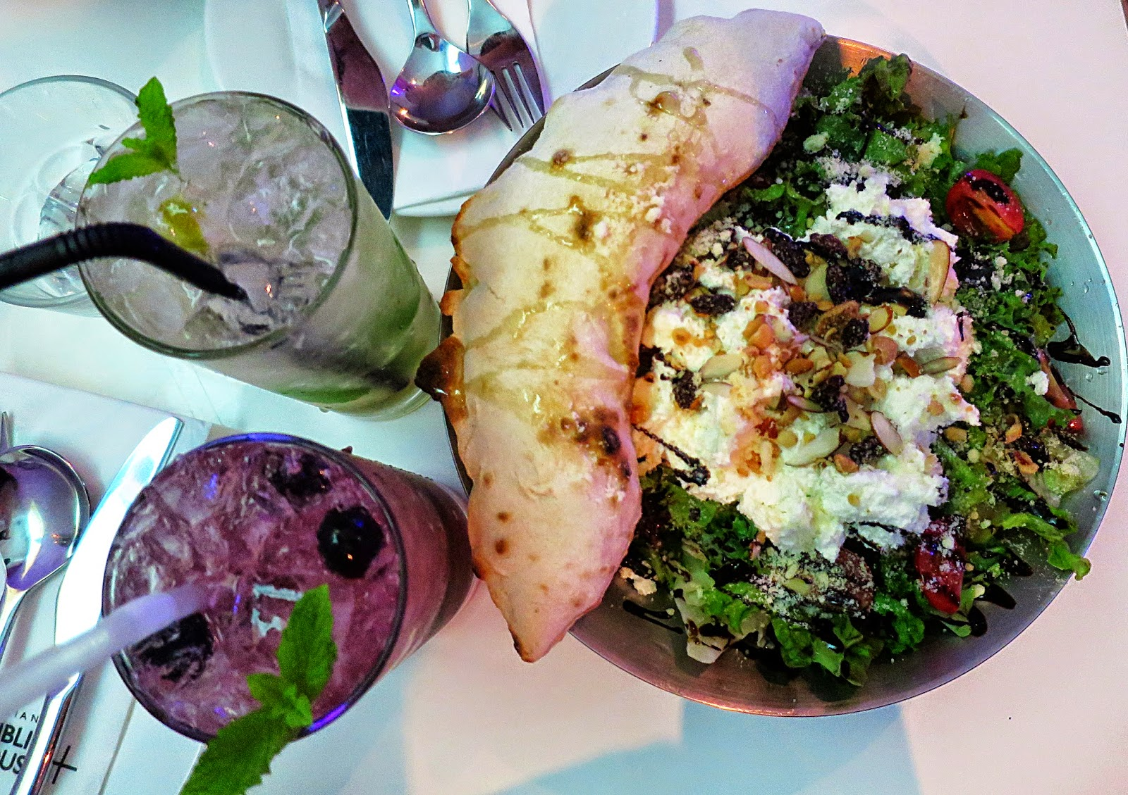 Ricotta cheese salad with lime and blueberry mojitos