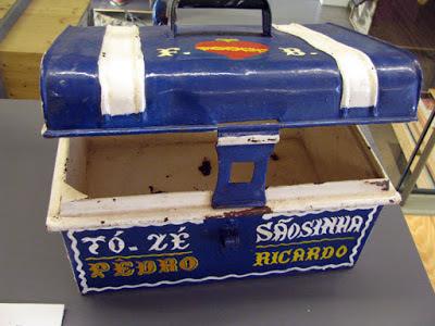 Caixa de marmita antiga dos pescadores exposta no Centro Interpretativo da Afurada