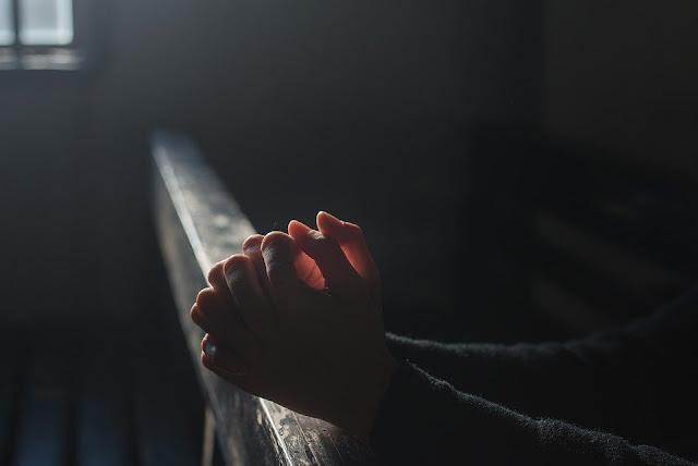 Cuidado com a exploração religiosa