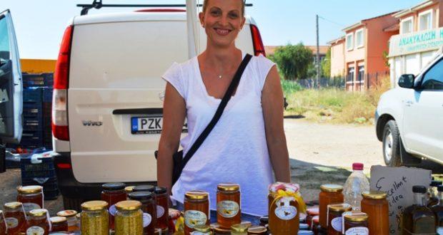 Γυναίκα μελισσοκόμος έκανε 200 μελίσσια και μας βάζει τα γυαλιά...