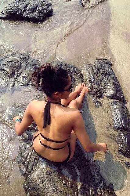 Bollywood Actress Aishwarya Sushmita Bikini Pics Navel Queens