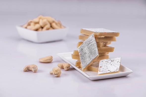 बादाम कतली - (Badam Katli Recipe - Almond Burfi)