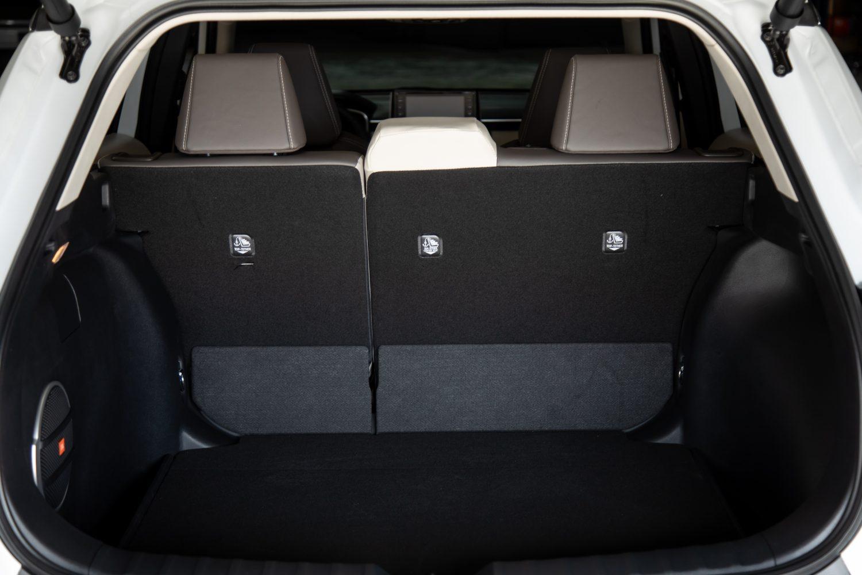 تويوتا كورولا كروس 2022 صندوق السيارة الخلفي