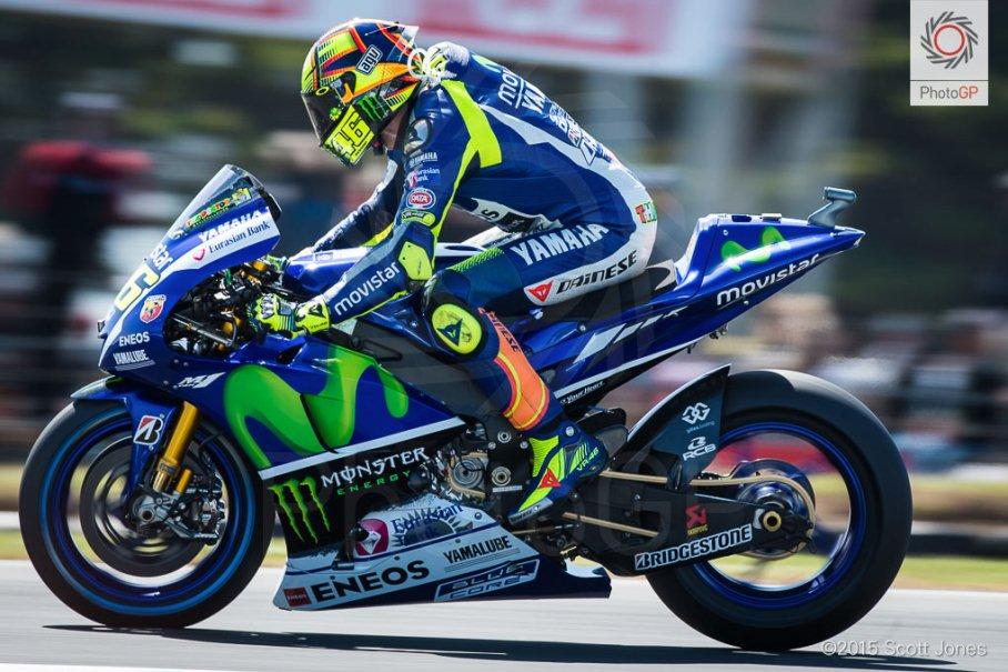 MotoGP Phillip Island : Punya masalah dengan traksi ban depan saat kualifikasi, Valentino Rossi akan balapan dari posisi 15 !