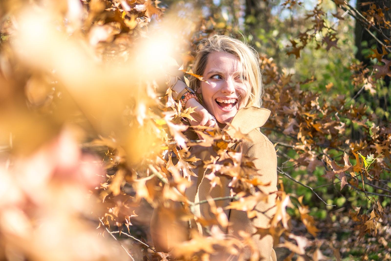 modne stylizacje na jesień i zimę 2019 jak ubrać się na siłownię stylowe komplety dresowe welurowy dres z krótkim topem beżowy dres cena jakość