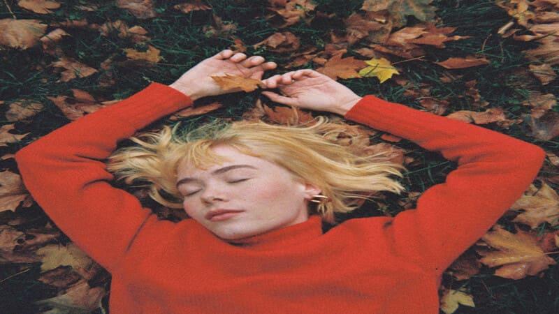 Lirik Lagu Girl In Red We Fell In Love In October dan Terjemahan