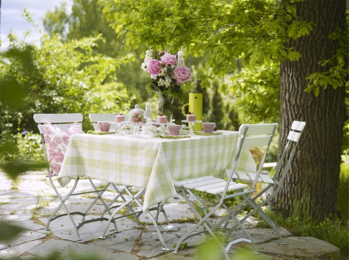 Country Style Chic: Girly Garden Party