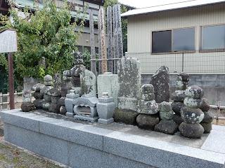 梶原氏一族郎党の墓